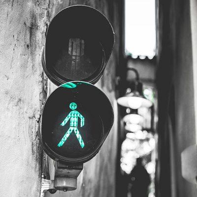 Green traffic light, let's move
